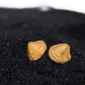 tiny clam shell studs