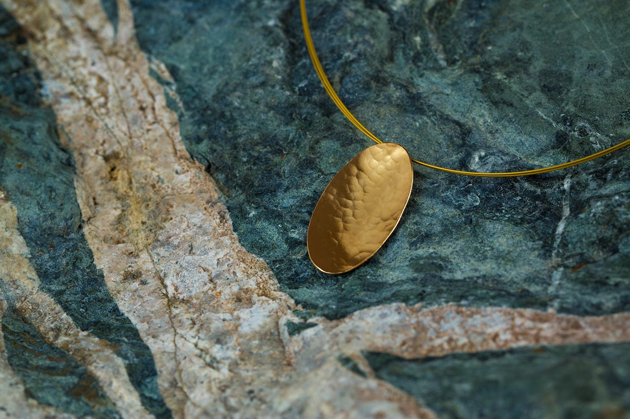 gold oval hammered pendant