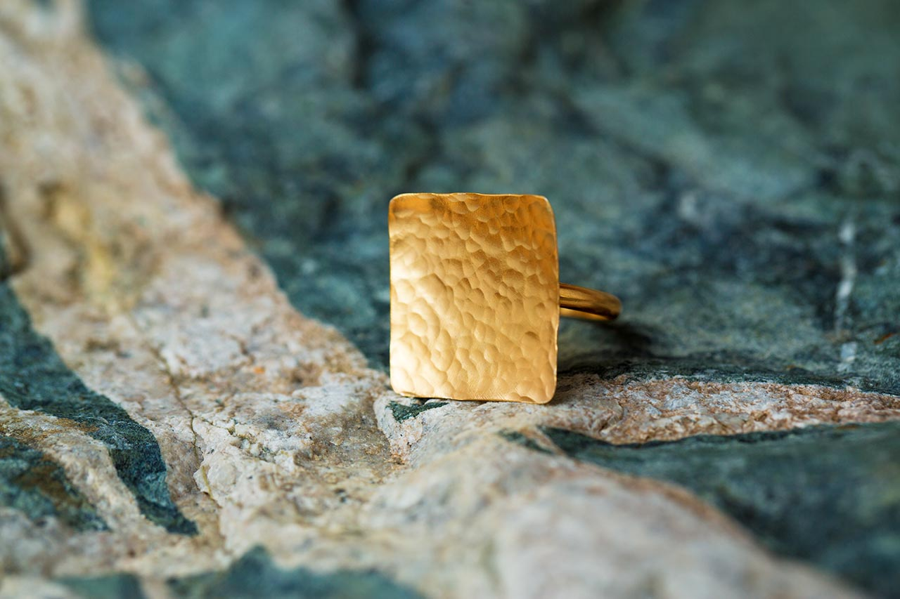 gold hammered square ring