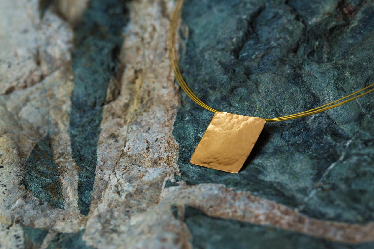gold hammered disc pendant